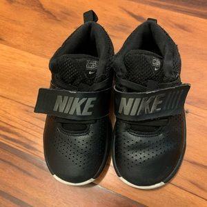 Final Sale ! 🔥Nike shoes Hustle D8 size 9 kids